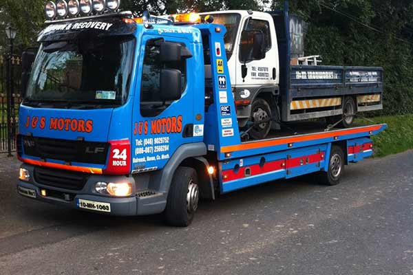 24 Recovery & Towing Service J&S Motors 04 Large Vehicle Removal